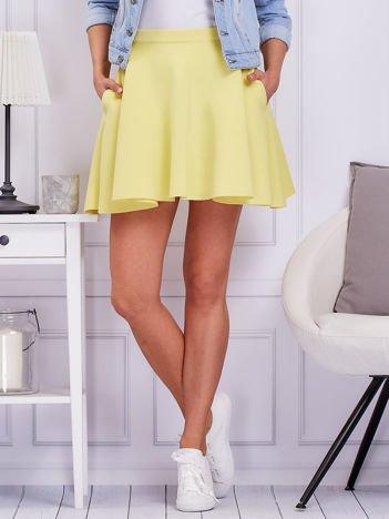 Żółta rozkloszowana spódnica