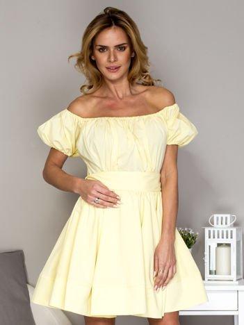Żółta sukienka z rozkloszowaną spódnicą