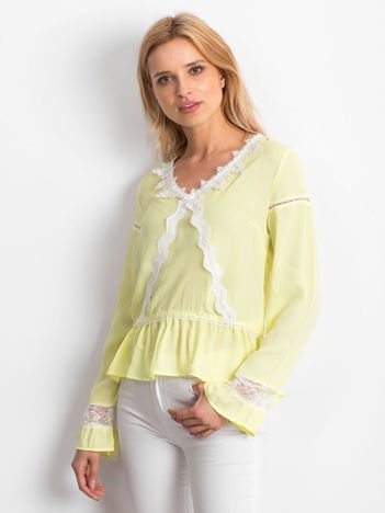 Żółta szyfonowa bluzka z koronkowymi wstawkami