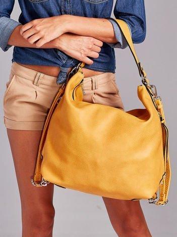 Żółta torba z ozdobnymi zamkami po bokach