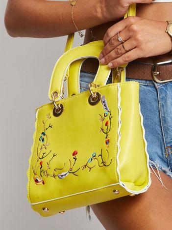 Żółta torebka z haftem