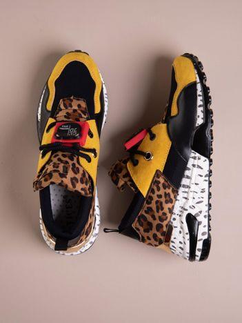Żółte buty sportowe na podwyższeniu z kolorową podeszwą i motywem w panterkę
