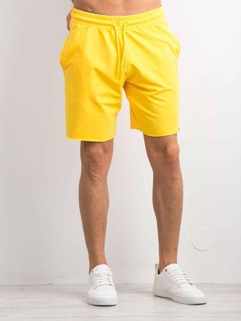 Żółte spodenki męskie