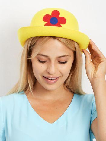 Żółty kapelusz klauna