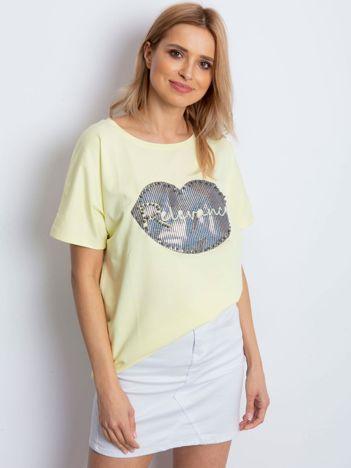 Żółty t-shirt z motywem ust
