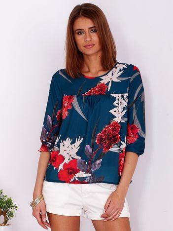 Zwiewna ciemnozielona bluzka w kwiaty odcinana przy dekolcie