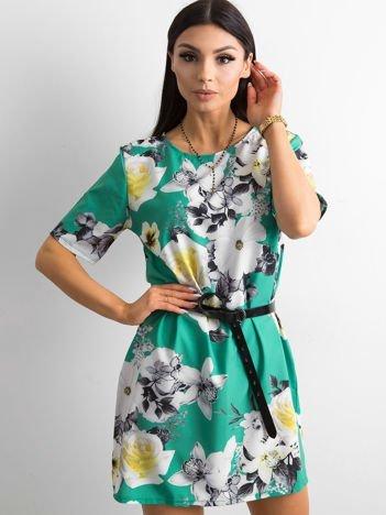 Zwiewna zielona sukienka w kwiaty