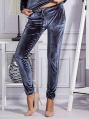 Aksamitne spodnie dresowe ciemnoszare
