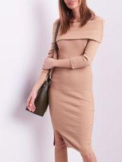 Beżowa dopasowana sukienka z odkrytymi ramionami