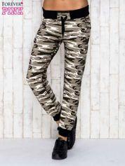 Beżowe spodnie dresowe moro ze ściągaczem