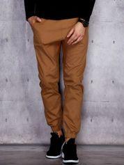 Beżowe spodnie męskie joggery z troczkami