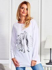 Biała bluzka z kwiatem