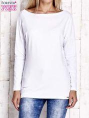 Biała bluzka z wycięciem na plecach i kokardą