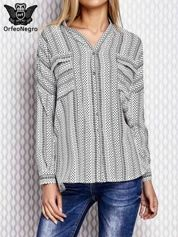 Biała koszula we wzory