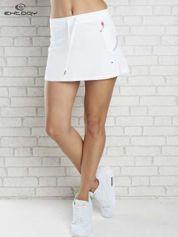 Biała spódnica dresowa z falbanką i troczkiem