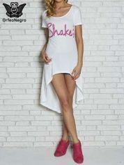 Biała sukienka z dłuższym tyłem i napisem SHAKE!