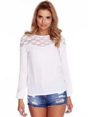 Biała szyfonowa bluzka z koronkowym dekoltem