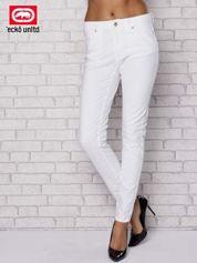Białe spodnie ze złotymi napami
