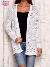 Biały ażurowy sweter