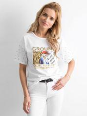 Biały luźny t-shirt z perełkami