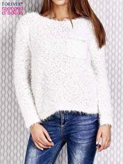 Biały sweter fluffy z cekinami