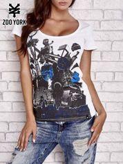 Biały t-shirt z industrialnym nadrukiem
