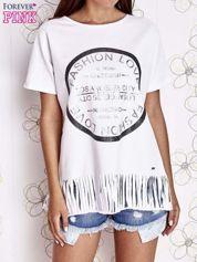 Biały t-shirt z nadrukiem i frędzlami