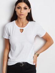 Biały t-shirt z wycięciem łezką