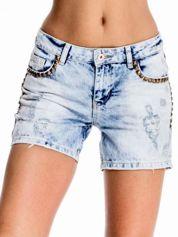 Błękitne jeansowe szorty z dżetami