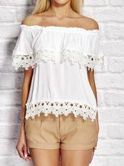 Bluzka damska z hiszpańskim dekoltem biała
