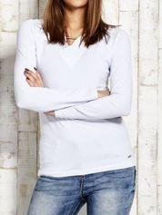 Bluzka z ozdobną beleczką przy dekolcie biała