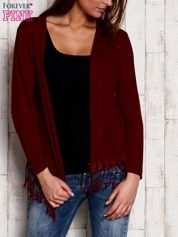 Bordowy otwarty sweter z frędzelkami