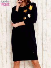 Ciemnogranatowa sukienka dresowa z naszywkami serc