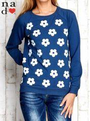 Ciemnoniebieska bluza z nadrukiem kwiatów