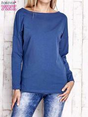 Ciemnoniebieska bluzka z wycięciem na plecach i kokardą
