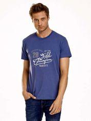 Ciemnoniebieski t-shirt męski z napisem CHAMPION i liczbą 28