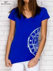 Ciemnoniebieski t-shirt z nadrukiem