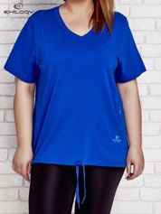Ciemnoniebieski t-shirt z wiązaniem na dole PLUS SIZE