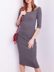 Ciemnoszara prążkowana sukienka odsłaniająca ramiona
