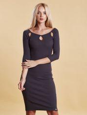 Ciemnoszara sukienka w prążek z wycięciami