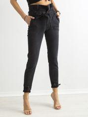 Ciemnoszare jeansy z wysokim stanem i paskiem