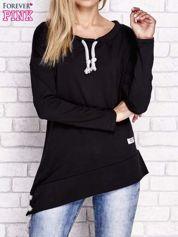 Czarna asymetryczna bluza z troczkami