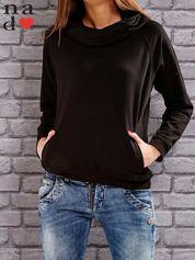 Czarna bluza z kapturem i kieszeniami