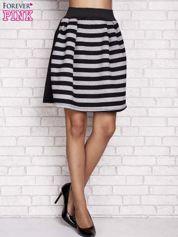 Czarna rozkloszowana spódnica w paski