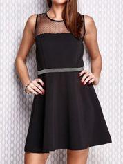 Czarna rozkloszowana sukienka z siateczkowym dekoltem