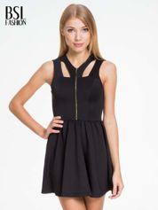 Czarna sukienka z dekoltem cut out i złotym zipem