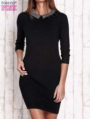 Czarna sukienka z graficznym kołnierzykiem
