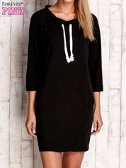Czarna sukienka z troczkami