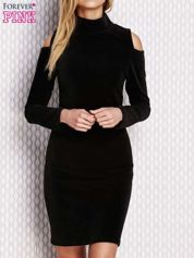 Czarna sukienka z wycięciami na ramionach