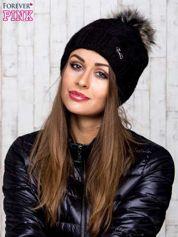 Czarna wełniana czapka z pomponem